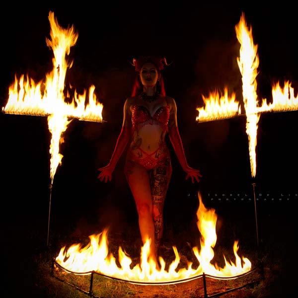 Fire Show © Cervena Fox