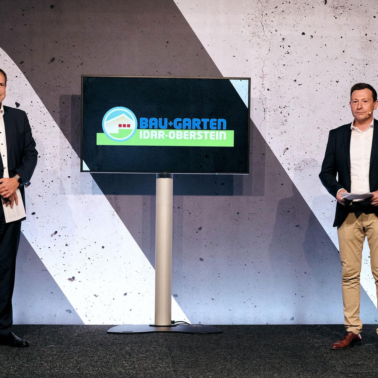 BAU+Garten Digital 2021 - Foto © Vincent Dommer 36: Oberbürgermeister Frank Frühauf (links) Und Messechef Mirko Arend (rechts) Eröffnen Die BAU + Garten 2021 Digital.