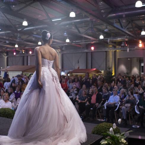 """Großes Interesse An Der Brautmodenschau Auf Der Hochzeitsmesse """"Sag Ja!"""" Im Rahmen Der KOSTBAR. (Foto: Sebastian Görner)"""